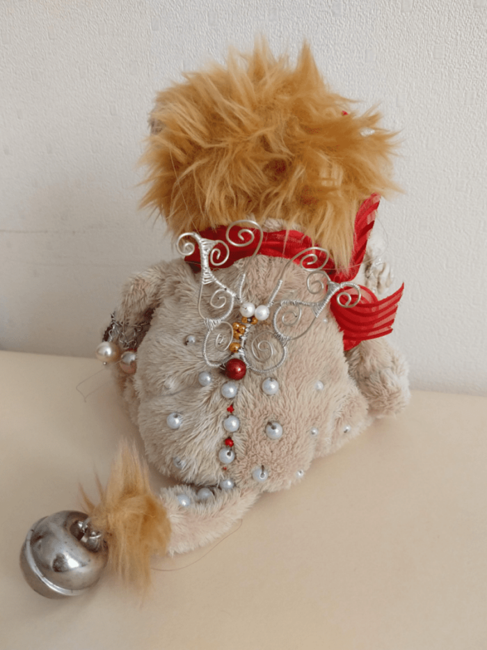 Lea the lion doll by ursula aavasalu tigukass