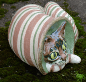 tigukass.- snailcat ceramic sculpture by mai aavasalu