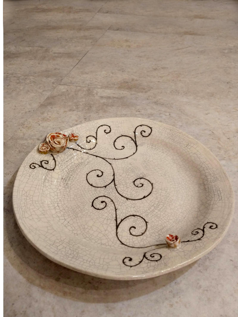 big plate with roses by ursula aavasalu tigukass