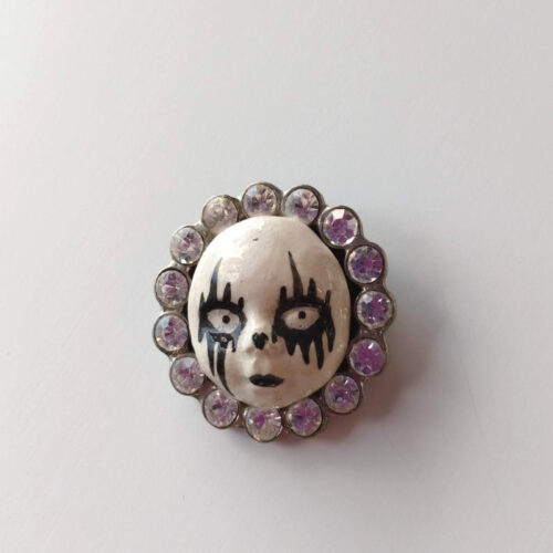 clown brooch by ursula aavasalu tigukass