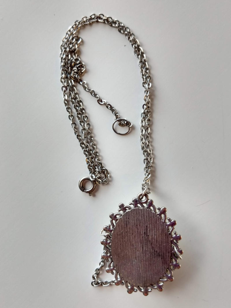 pendant with a sleeping face by ursula aavasalu tigukass