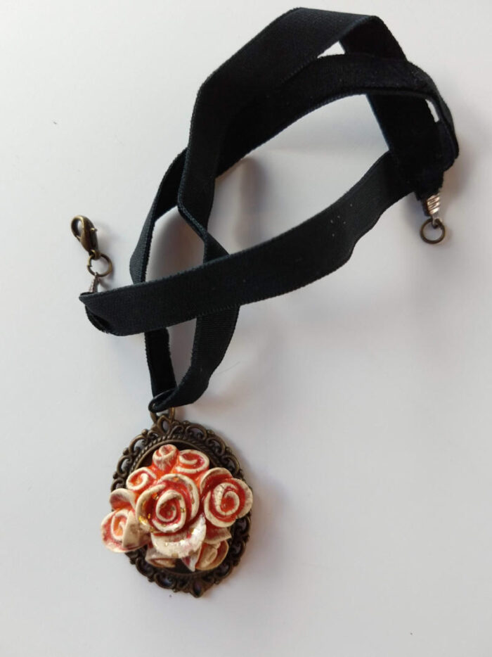 pendant with roses by ursula aavasalu tigukass